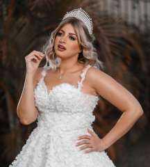 منى فاروق بفستان الزفاف وتبحث عن عريس.. تفاصيل مثيرة