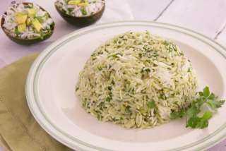 «زي المطاعم».. تعرفي على كيفية تحضير أرز بالأفوكادو