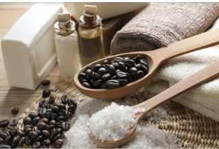 سكراب «القهوة بالملح والسكر».. الحل السحري لتجديد بشرتك