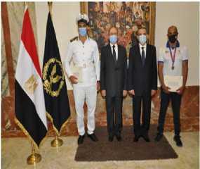 وزارة الداخلية تكرم إثنين من لاعبى إتحاد الشرطة الرياضى