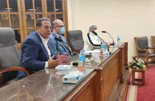 نائب رئيس جامعة عين شمس يجتمع بالهيئة المعاونة بكلية الآداب