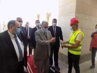 بالصور.. وزير الكهرباء يباشر أول يوم عمل من مقر الوزارة بالعاصمة الإدارية