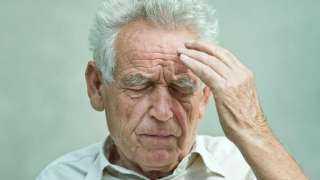 انتبه...أعراض تُشير إلى احتمالية الإصابة بالخرف في الكبر