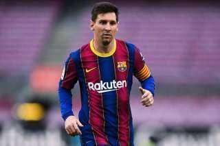 ليونيل ميسي يصل برشلونة لتجديد عقده مع البارسا