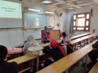 بالصور .. إقبال طلابي على المحاضرة التعريفية لمركز التوظيف بجامعة عين شمس