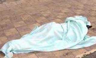 جريمة بشعة.. يقتل والدته ويتجول برأسها في الشارع