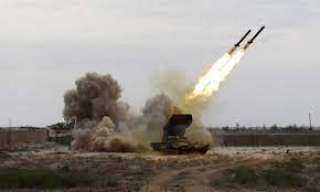 الحوثيون يقصفون معسكراً يمنياً بالصواريخ الباليستية