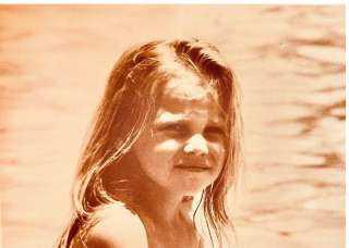 شيرين رضا تنشر صورة من الطفولة وتعلق: لقد كنت سعيدة