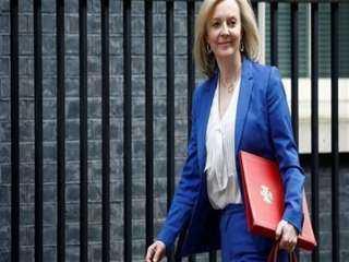 وزيرة الخارجية البريطانية تدافع عن صفقة الغواصات