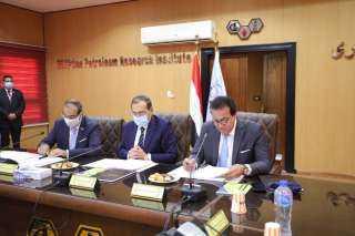بالصور .. وزير التعليم العالى يرأس اجتماع معهد بحوث البترول