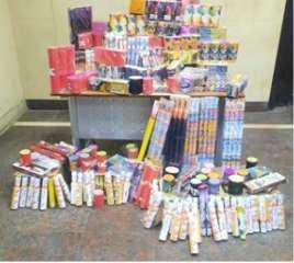 بالصورة .. ضبط كمية من الألعاب النارية مختلفة الأحجام داخل مخزن بالقاهرة