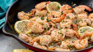 «زي المطاعم».. كيفية إعداد الجمبرى بالثوم والزبدة