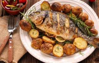 «زي المحلات».. أسهل طريقة لتحضير سمك دنيس مشوي