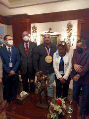 استقبال بالورود لمستر أولمبيا بمطار القاهرة