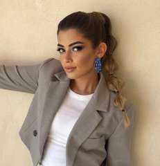 """ليلى أحمد زاهر تلفت الأنظار بـ""""لوك"""" مميز فى أحدث ظهور"""