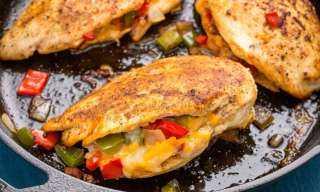 «زي المطاعم».. كيفية إعداد الدجاج المحشي بتوابل الكاجون