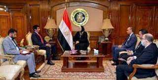 وزيرة الصناعة تبحث تطوير العلاقات الاقتصادية مع السفير القطري بالقاهرة