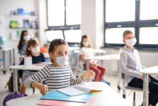 بيان عاجل من التعليم بشأن إجبار طلبة المدارس على تلقي لقاح كورونا