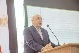 بالصور .. لقاء مفتوح لرئيس الجامعة المصرية اليابانبة مع الطلاب