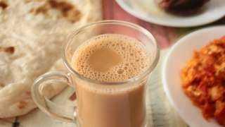 يعود للقرن الـ ١٨.. كل ما تريد معرفته عن تاريخ «الشاي بحليب»